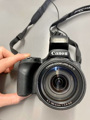 Canon Powershot SX520 Digital Camera Bundle - carrying case, battery charger & memory card for Sale in Miami, FL