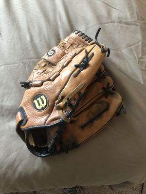 Wilson softball 13inch glove A2504 XL for Sale in Elmhurst, IL