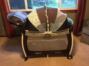 Pack N Play With Changing Table and Bassinet for Sale in Eagan, MN