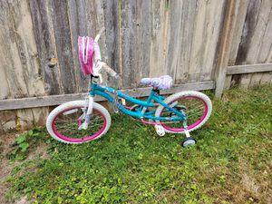 18 inch Girls Bike w/ training wheels for Sale in Tacoma, WA