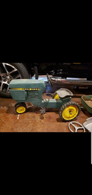 Antique John Deere pedal tractor for Sale in Sheridan, AR