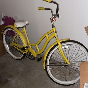 Schwinn Beach Cruiser Yellow for Sale in Visalia, CA