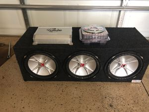 3 12 Kicker Cvrs in box with Brutus amp and wires español/English for Sale in Chicago, IL
