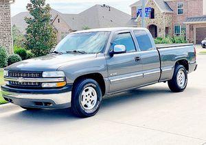 ֆ12OO 4WD CHEVY SILVERADO 4WD for Sale in North Richland Hills, TX