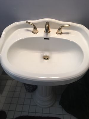 Bathroom sink with facet for Sale in Newark, NJ