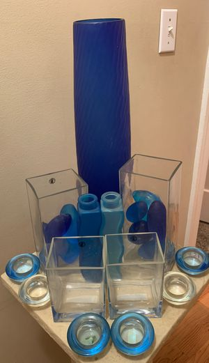 "20"" blue glass vase with glass decor for Sale in Tacoma, WA"