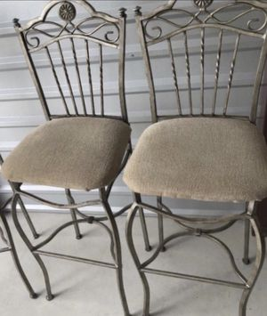 BEAUTIFUL 9 PIECES IRON DINING ROOM SET TABLE WITH 4 CHAIRS TABLE HUTCH AND 3 BARSTOOLS EXCELLENT CONDITION for Sale in Fort Myers, FL