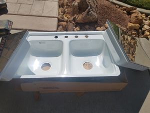 New Kitchen sink and medicine cabinet $80.00 for both for Sale in Victorville, CA