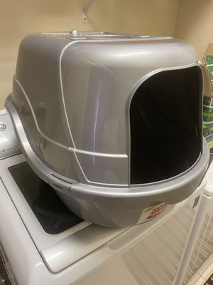 Large cat box with lid & scooper holder for Sale in Orlando, FL
