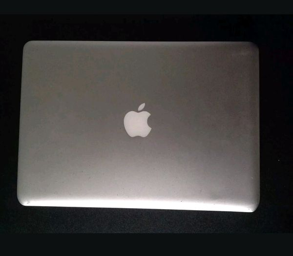 BEST OFFER!! 13 inch MacBook Pro 2009