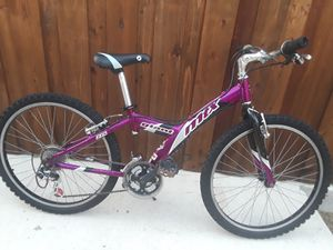 Giant girls mountain bike for Sale in Duncanville, TX