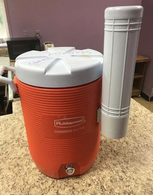 Rubbermaid Drinking Cooler – Orange, 5 gallons, Cup Dispenser, Seat Top for Sale in Decatur, GA