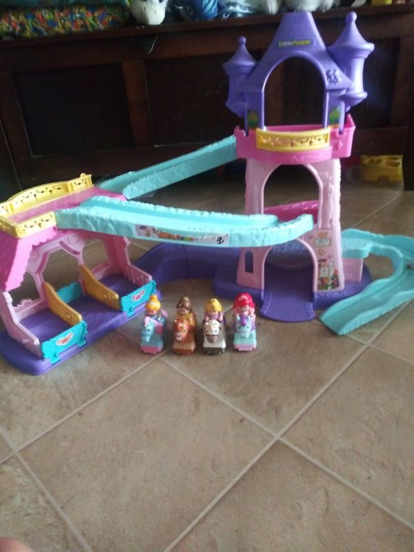 Fisher price princess giddy up horse stable