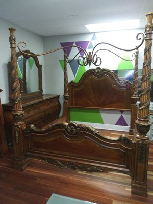 Universal King Size Canopy Poster Bed and Dresser Set for Sale in Brandon, FL