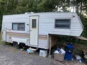 Nomad 5th wheel camper for Sale in Porter, TX