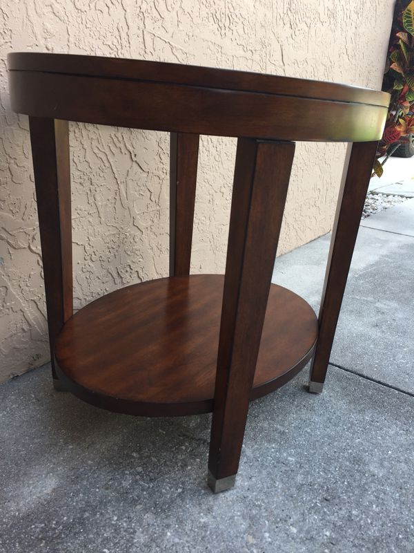 Oval side end table 27.75x21.75 height 24.5 (1)