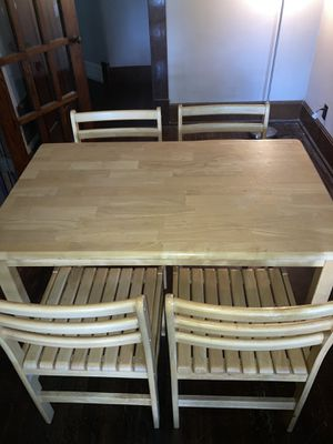 Dining room table W/ chairs for Sale in Columbus, OH