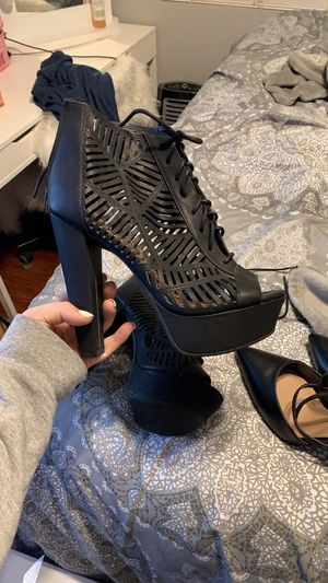 SIZE 9 open toe high heels color black for Sale in Perris, CA