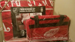 NHL Detroit Red Wings comforter set and duffle bag for Sale in Groveport, OH