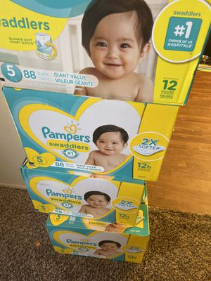 pampers swaddlers diapers size 5 for Sale in Renton, WA