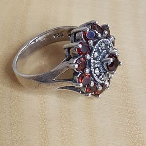 Garnet Cluster Flower Ring 925 Sterling Silver Size 7.5 for Sale in Tracy, CA
