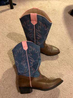 Girls boots size 2 for Sale in Dallas, TX