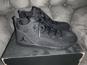 Jordan reveal size 7Y for Sale in Anthony, TX
