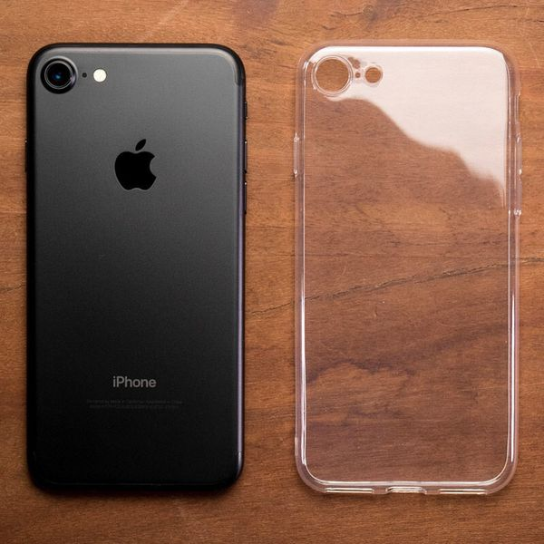 iPhone 7 - factory unlocked with box and accessories -30 days warranty