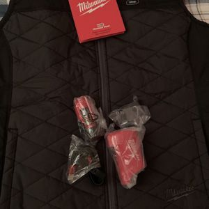 Women's Large M12 12-Volt Lithium-Ion Cordless AXIS Black Heated Quilted Vest Kit with (1) 1.5Ah Battery and Charger for Sale in Bogota, NJ