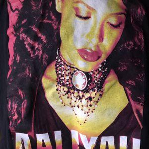 Aaliyah Shirt 👚 for Sale in Auburn, WA