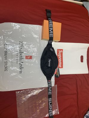supreme shoulder bag for Sale in Miami, FL