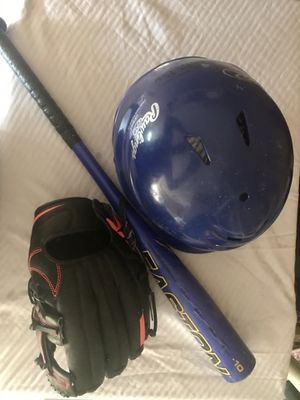 Kids Baseball Set (Bat, Helmet, & Glove) for Sale in Austin, TX
