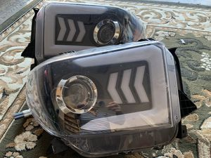 Headlight Toyota Tundra 2014/2016 for Sale in Gresham, OR