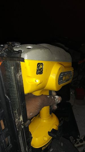 Deawalt 18v xrp 16gauge 1-1/4 to 2 1/2 inches finish nail 20' degree. con. Bateria y cargador y case for Sale in Richmond, CA