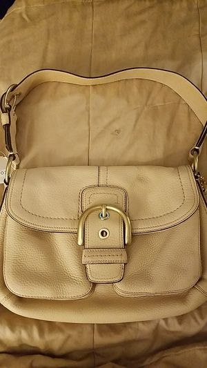 Authentic Coach cream leather shoulder bag for Sale in Austin, TX