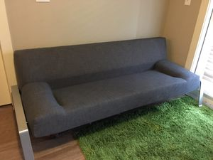 Great couch that turns into a futon bed for Sale in Manor, TX