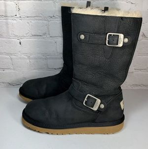 Uggs Sutter boots Girls Size 2 for Sale in Dallas, TX