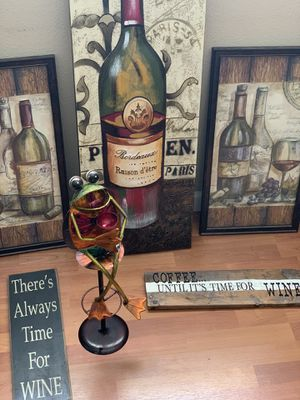 Wine Home Decor. Available for pick up!! for Sale in Fresno, CA