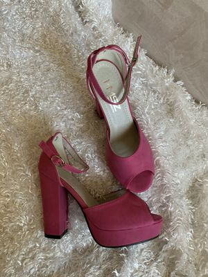 New hot pink high heels size 7.5 for Sale in Chandler, AZ