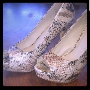 Aldo Dezenzo Snake Skin Heels Sz9 for Sale in Leavenworth, WA