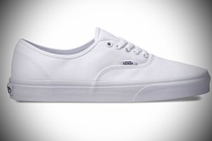 VANS ..ORIGINAL WHITE, UNISEX TENNIS SHOE. for Sale in Largo, FL