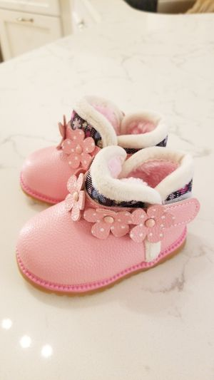 Baby girls size 4 pink boots with faux fur lining for Sale in Riverview, FL