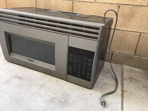 HOTPOINT MICROWAVE,missing glass turntable plate— for Sale in Fontana, CA