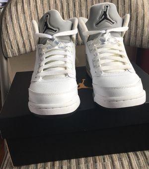 Air Jordan 5 Retro (white, metallic silver, and black) for Sale in Manassas, VA