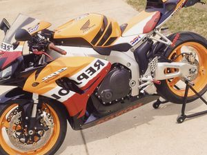 Full price$6OO Honda CBR 1000RR Perfect Condition! for Sale in Columbus, OH