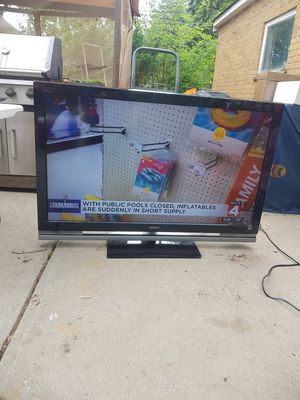 TV flat screen with remote 52 inches for Sale in Dearborn Heights, MI