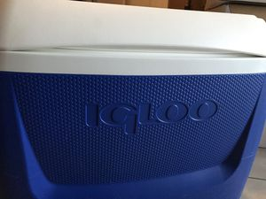 Igloo 60 Quart Rolling Cooler / Hielera for Sale in Los Angeles, CA