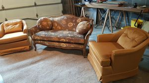 Vintage couch and 2 club chairs. for Sale in Bluefield, WV