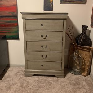 Dresser for Sale in Raleigh, NC