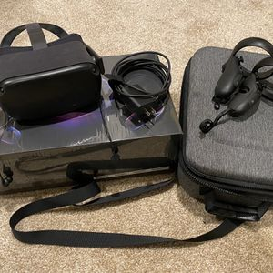 Oculus Quest - 64 GB - Black - With Carrying Case and Headphones for Sale in Seattle, WA